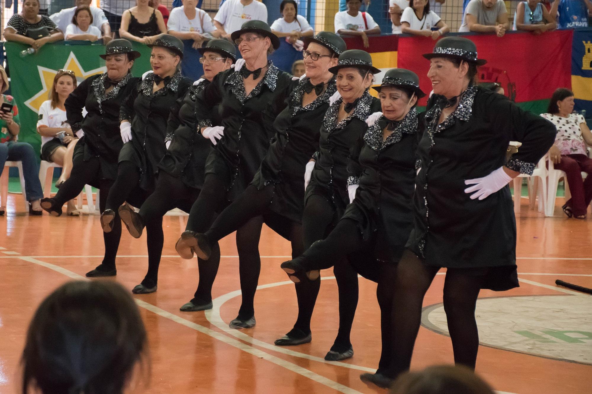 Apresentação da coreografia da equipe urupeense.
