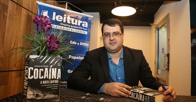 Escritor urupeense é autor do renomado livro-reportagem