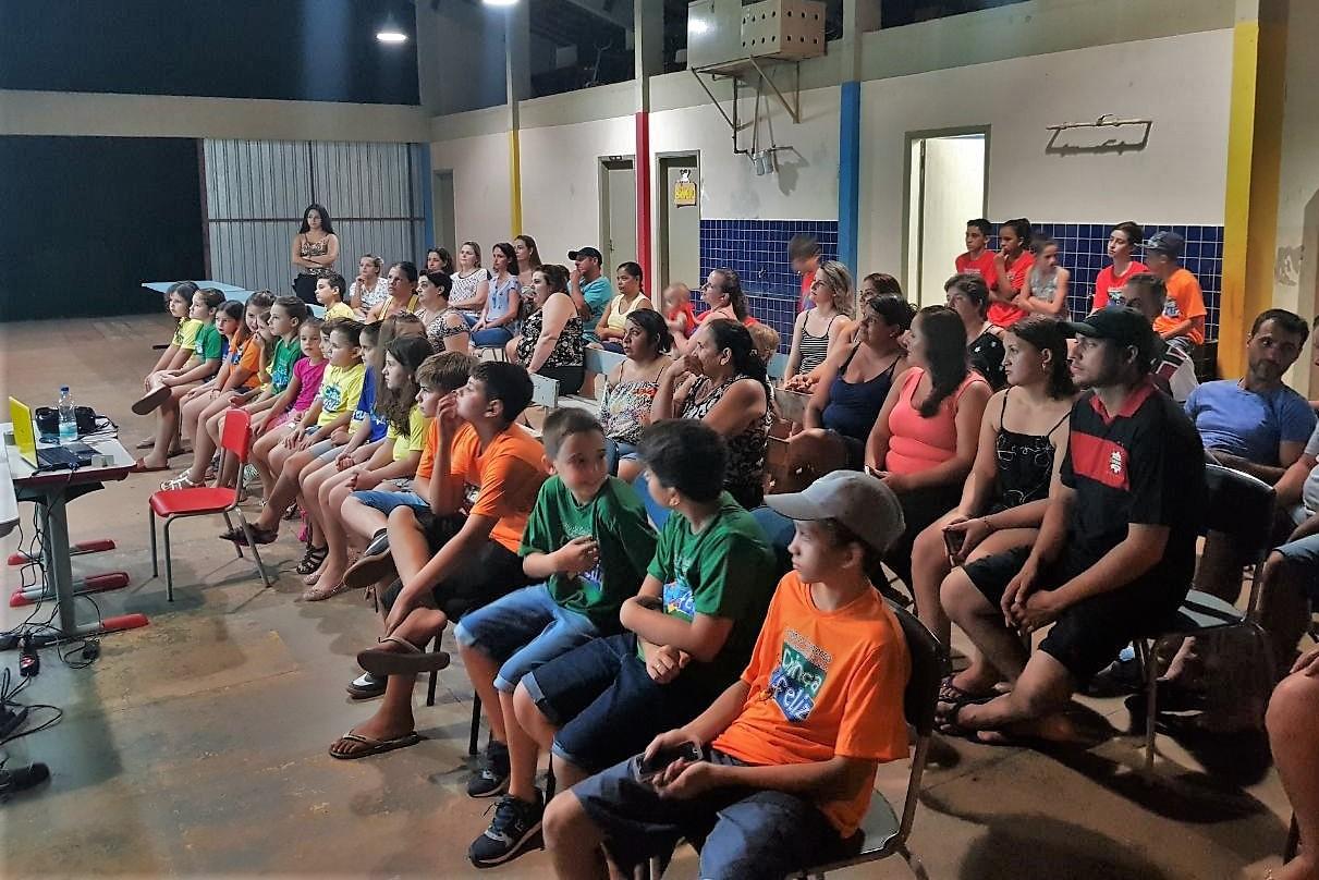 Reunião de lançamento do projeto em São João reuniu pais e alunos na quinta-feira (15).